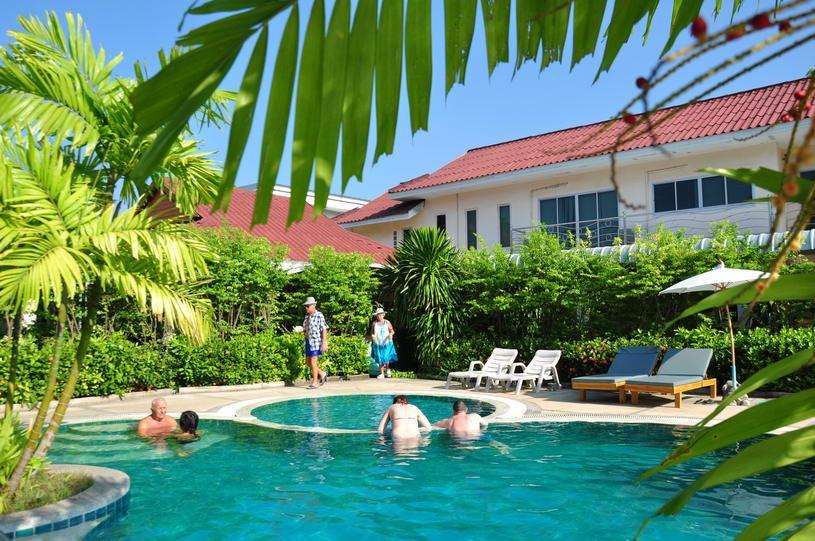 8 éj Phuket (Natural Resort) + 3 éj Bangkok (Bangkok Palace)