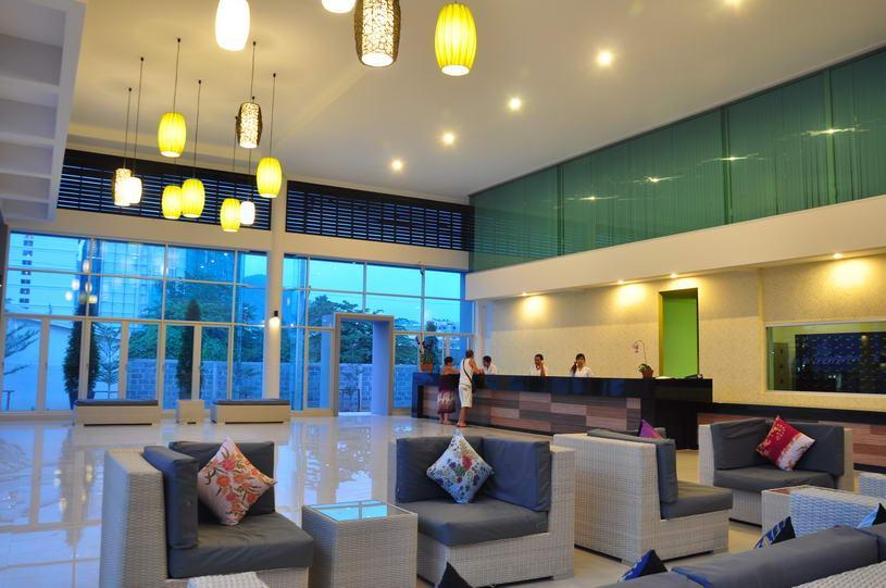 9 éj Phuket (Natural Resort) + 3 éj Bangkok (Bangkok Palace)