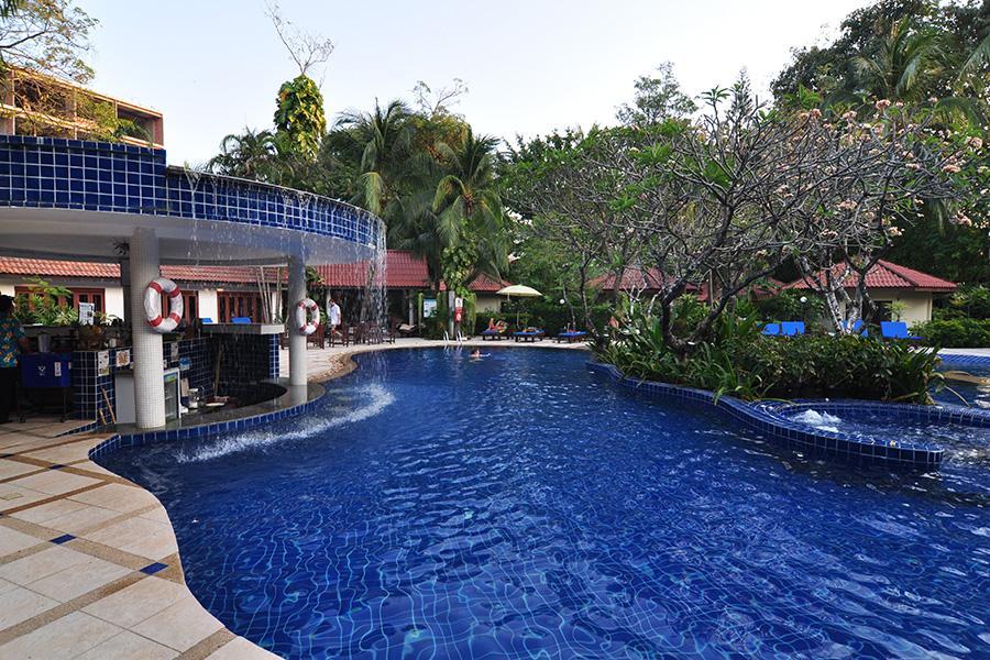 8 éj Phuket (Chanalai Flora) + 3 éj Bangkok (Prince Palace)
