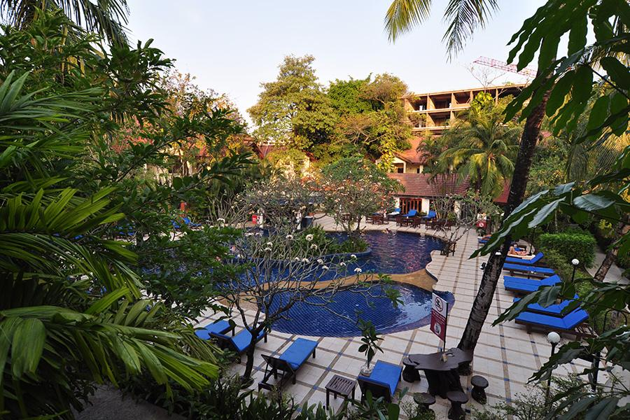9 éj Phuket (Chanalai Flora) + 3 éj Bangkok (Prince Palace)