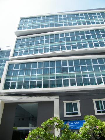 8 éj Pattaya (A-One Star) + 3 éj Bangkok (Bangkok Palace)