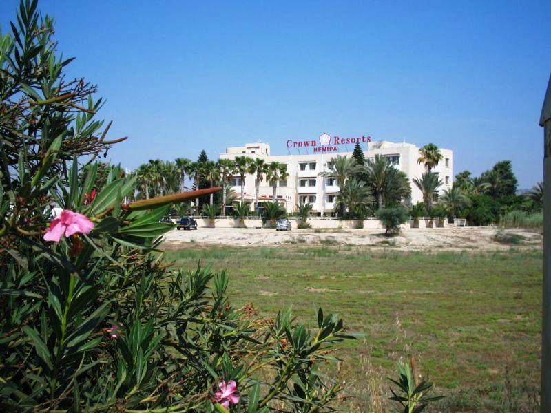 Crown Resorts Hotel Henipa