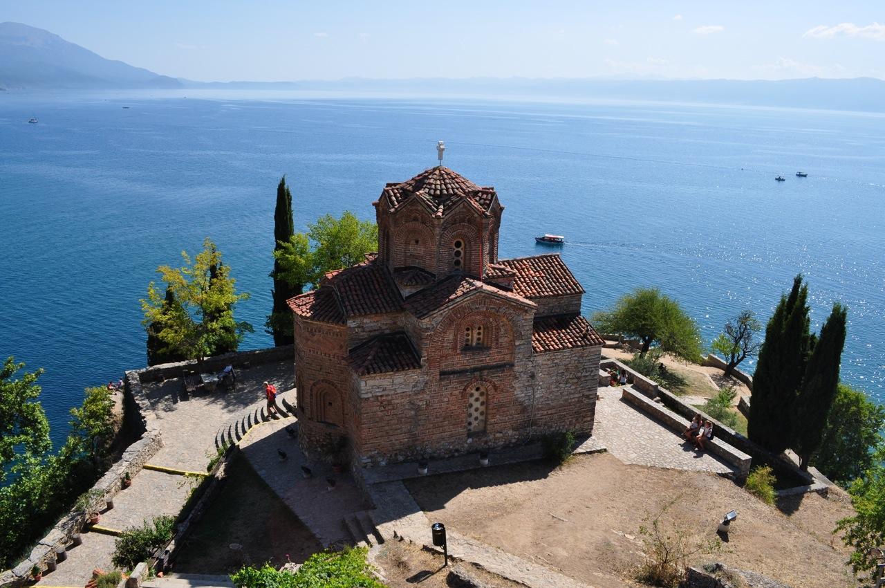 2. Albánián keresztül kasul