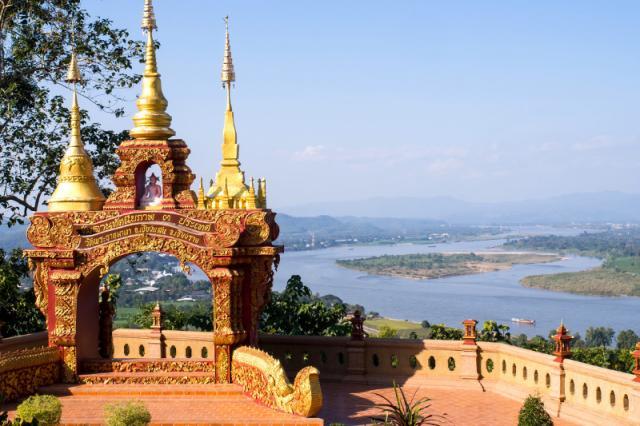 Észak-Thai körutazás látogatással a