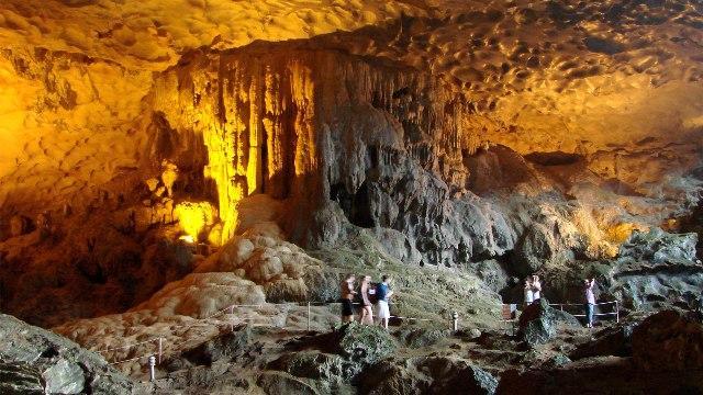 A szlovén és az olasz karszt vidékén járva: Skocjan cseppkőbarlang, Lipica-i ménes, Trieszt