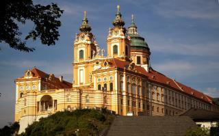 Dunai hajózás a festői Wachau völgyben és a MELKI apátság